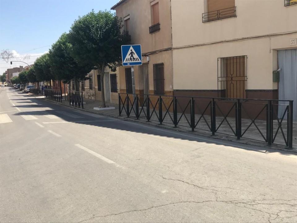 Nueva instalación de vallas tipo sol para mejorar la seguridad de los peatones